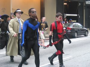 A black cosplayer dress as Nightwing.