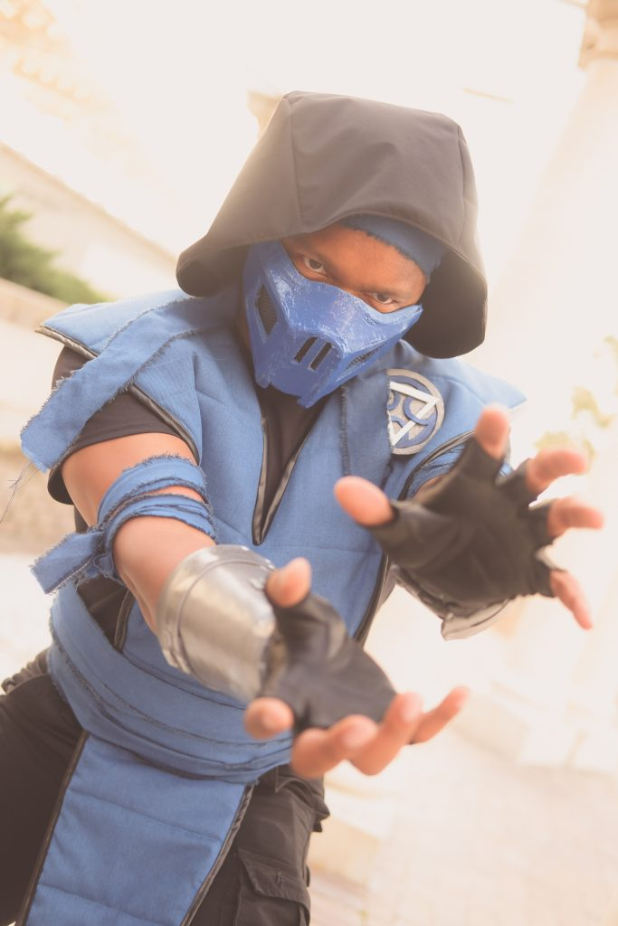 Cosplayer Agent Simmons dressed as Sub-Zero from the Mortal Kombat video game